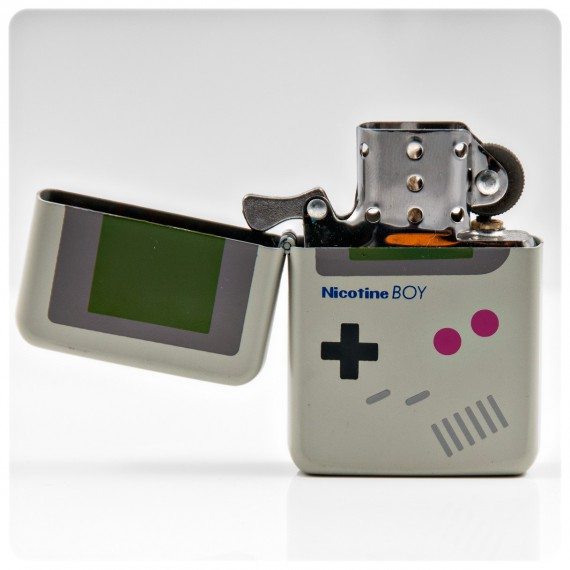 http://cdn.commentseruiner.net/13374-large_default/le-briquet-tempete-game-boy.jpg