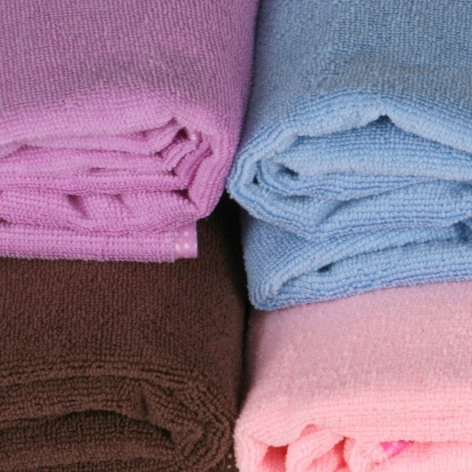 serviette de bain robe enfilable commentseruiner. Black Bedroom Furniture Sets. Home Design Ideas