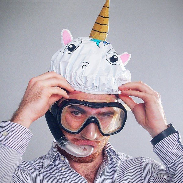 http://cdn.commentseruiner.net/21100-thickbox_default/bonnet-de-bain-licorne.jpg