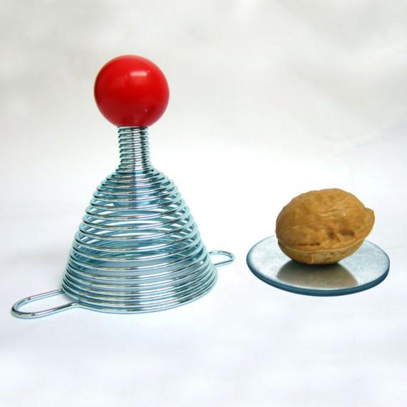 Casse noix métallique facile innovant