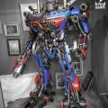 La statute geante d'optimus prime