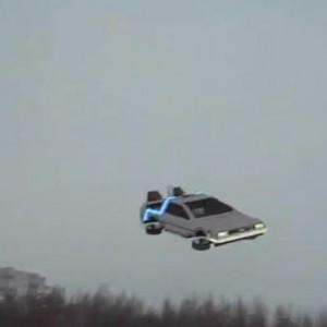 Delorean volante télécommandée