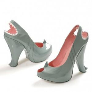 Chaussures à talon requin
